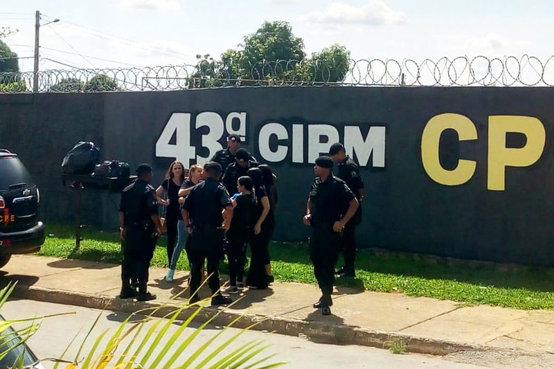 Família de Walisson se reuniu em frente à CPE na manhã do dia 23 de novembro | Foto: Divulgação