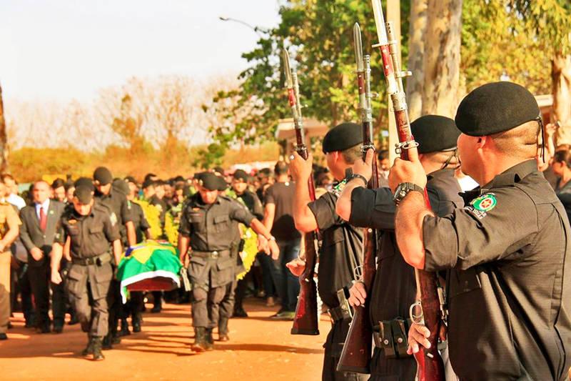 Cortejo fúnebre e sepultamento do Soldado Walisson Miranda Costa | Foto: Sargento Luiza / PM