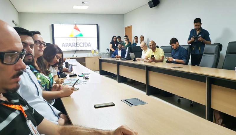 Gustavo Mendanha recebeu cerca de 20 jornalistas na sala de reuniões anexa ao seu gabinete na Cidade Administrativa | Foto: Folha Z