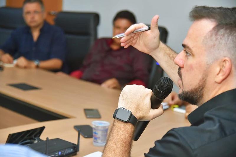 Gustavo Mendanha, até agora, emite sinais de que não deseja flertar com a mesmice | Foto: Divulgação / Prefeitura