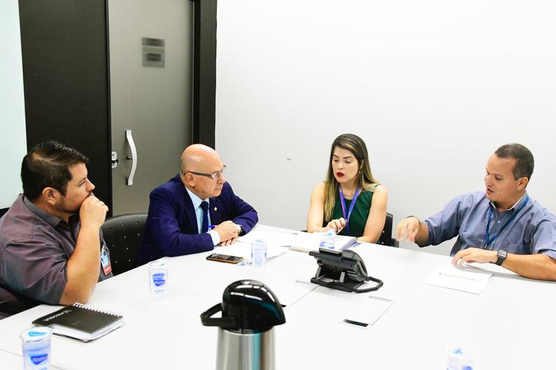 Reunião na Superintendência Regional da Caixa Econômica Federal, em Goiânia, tratou de apartamentos no Chácara São Pedro | Foto: Divulgação