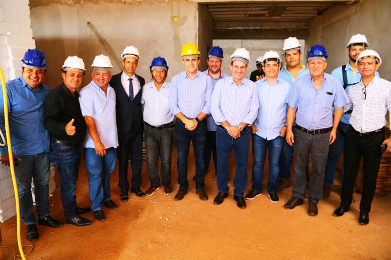 Presidente Vilmar Mariano apresenta obras da nova sede ao Senador Vanderlan Cardoso | Foto: Divulgação / Assessoria