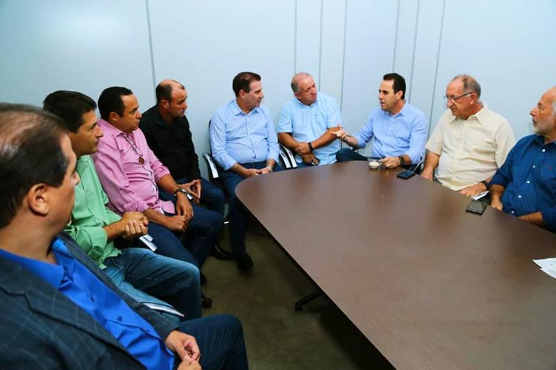 Secretários municipais e de uma comitiva de vereadores receberam Vanderlan em Aparecida | Foto: Divulgação / Assessoria