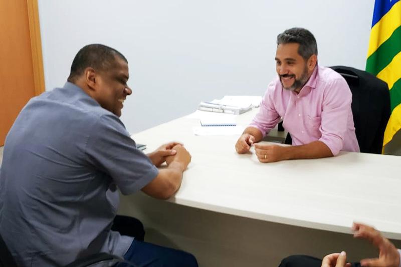 Vereador Cláudio Nascimento falou à reportagem durante visita ao gabinete do secretário de Governo Johnathan Medeiros | Foto: Folha Z