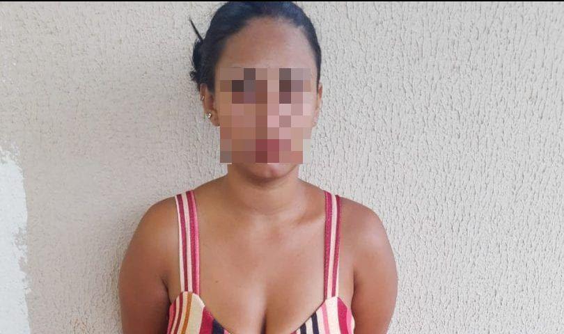 mulher presa esfaquear mãe Aparecida