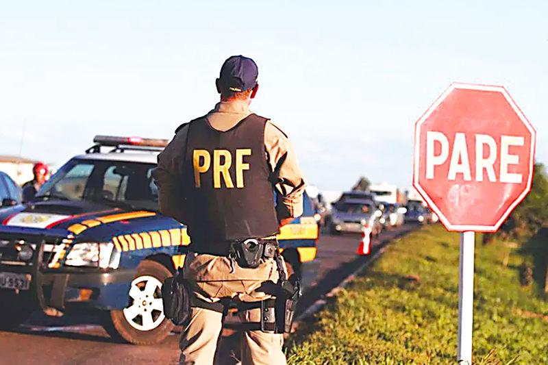 PRF multa motoristas por desrespeito à Lei Seca | Foto: Reprodução / PRF-GO