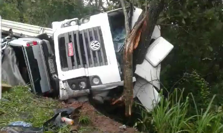 acidente grave S-10 carreta BR-040 Luziânia