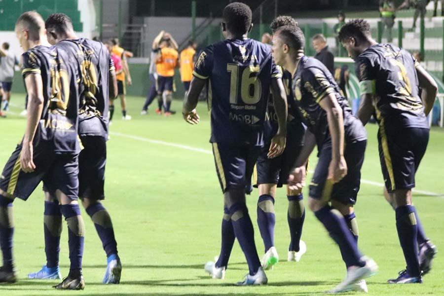 Com o Annibal fechado, Aparecidense tem disputado suas partidas no Estádio Hailé Pinheiro, na Serrinha, em Goiânia | Foto: Divulgação