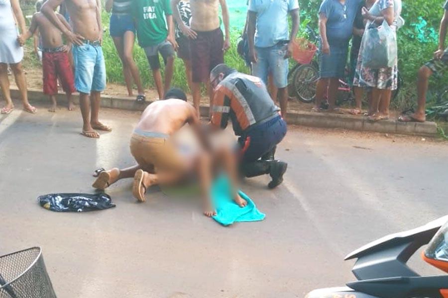 Socorrista do Samu atende criança atropelada no Rio Formoso   Foto: Leitor / Folha Z