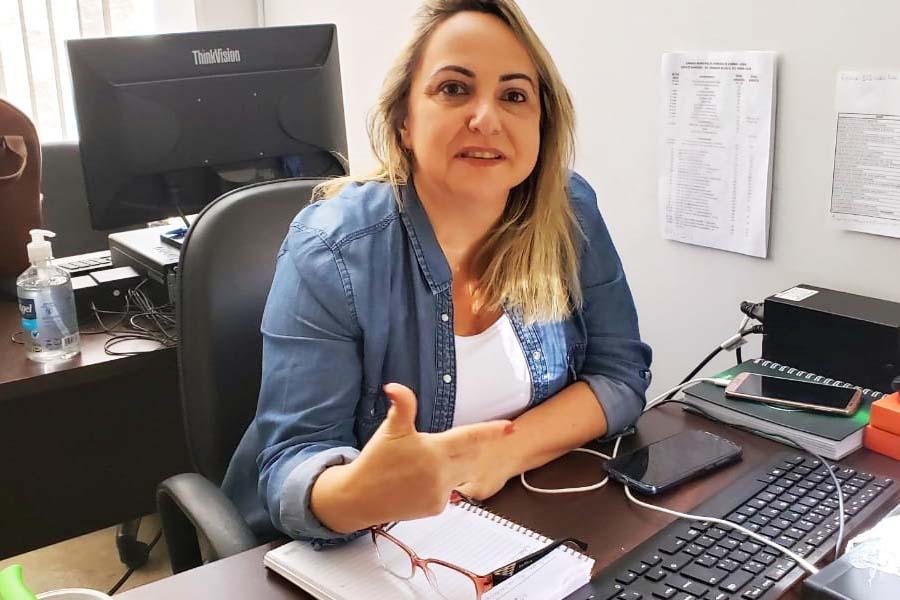 Diretora de Comunicação da Câmara de Aparecida, Thaís Vaz   Foto: Folha Z