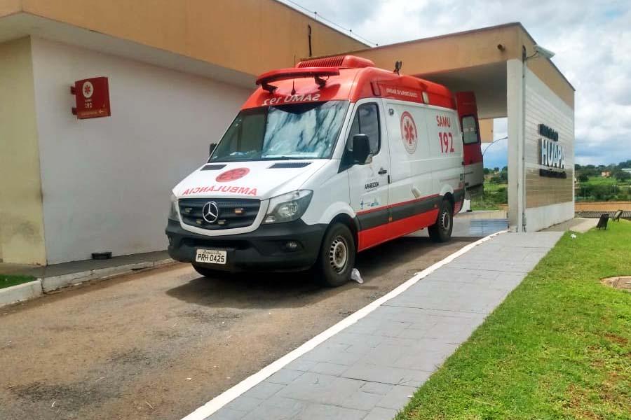 Ambulância do Samu levou vítima para o Huapa | Foto: Leitor / FZ
