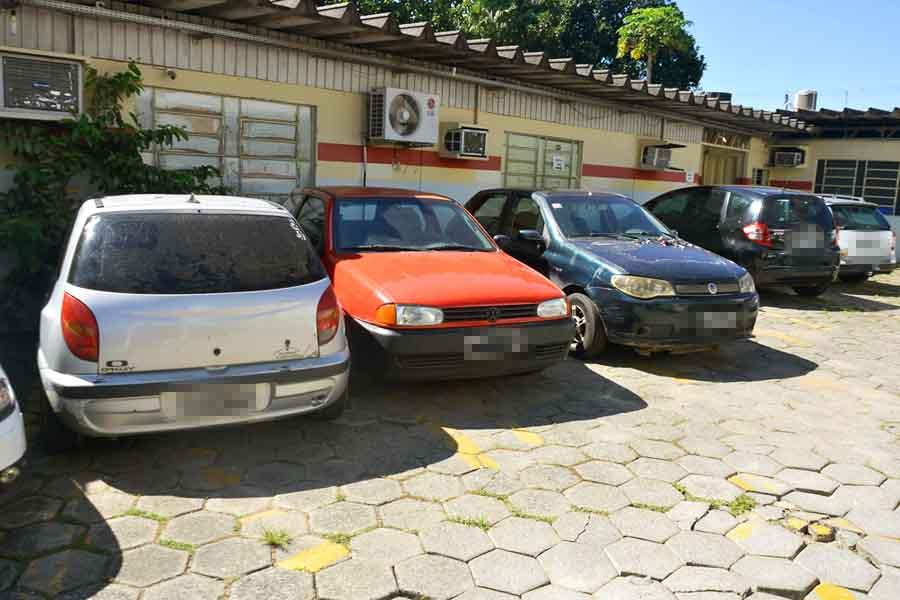 Semma apreende som automotivo e interdida distribuidoras em Aparecida   Foto: Claudivino Antunes