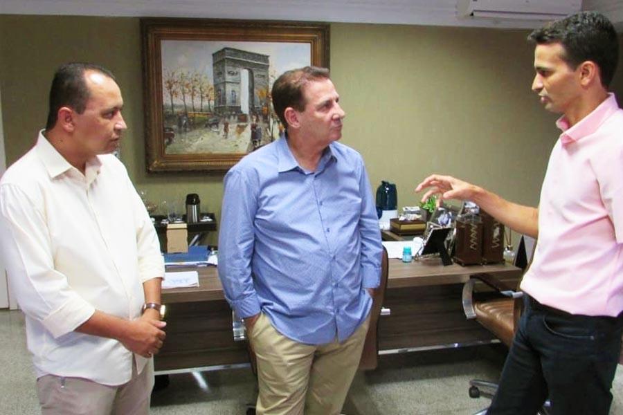 Ernane Barbosa, Vanderlan Cardoso e Max Menezes | Foto: Reprodução
