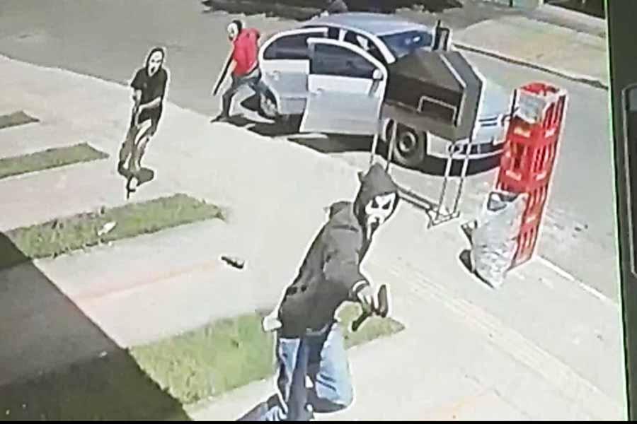 4 mascarados assassinaram homem de 26 anos, identificado pelo apelido de 'Breguelo', em frente a uma distribuidora de bebidas no Jardim Belo Horizonte, na tarde de sábado (14)   Foto: Reprodução