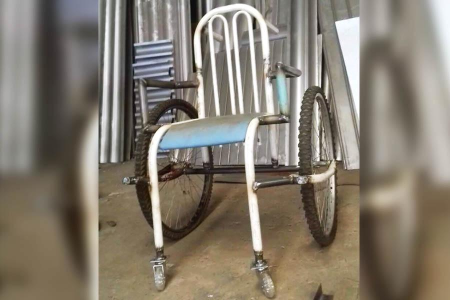Cadeira de rodas construída com peças de bicicleta apreendida   Foto: Aurélio Mendanha