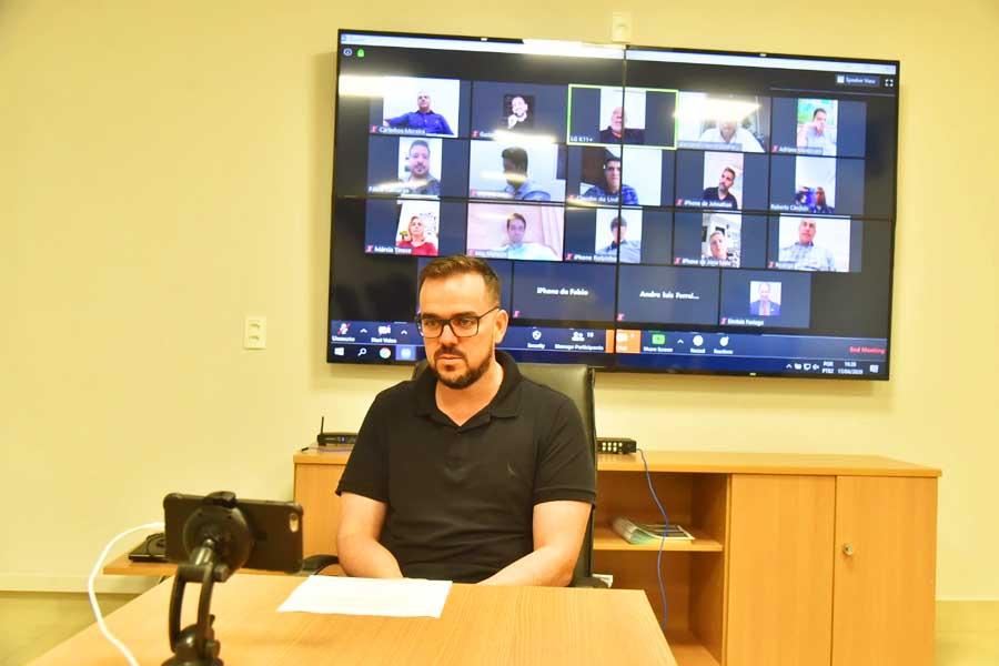 Prefeito de Aparecida, Gustavo Mendanha reuniu seu secretariado em videoconferência na 6ª feira (17) para definir próximos passos no combate à Covid-19 | Foto: Claudivino Antunes