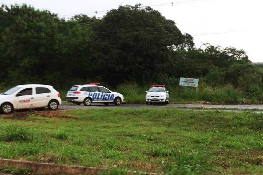 Corpo foi encontrado às margens do Córrego Tamanduá, no bairro Cidade Vera Cruz, em Aparecida de Goiânia | Foto: Leitor/FZ