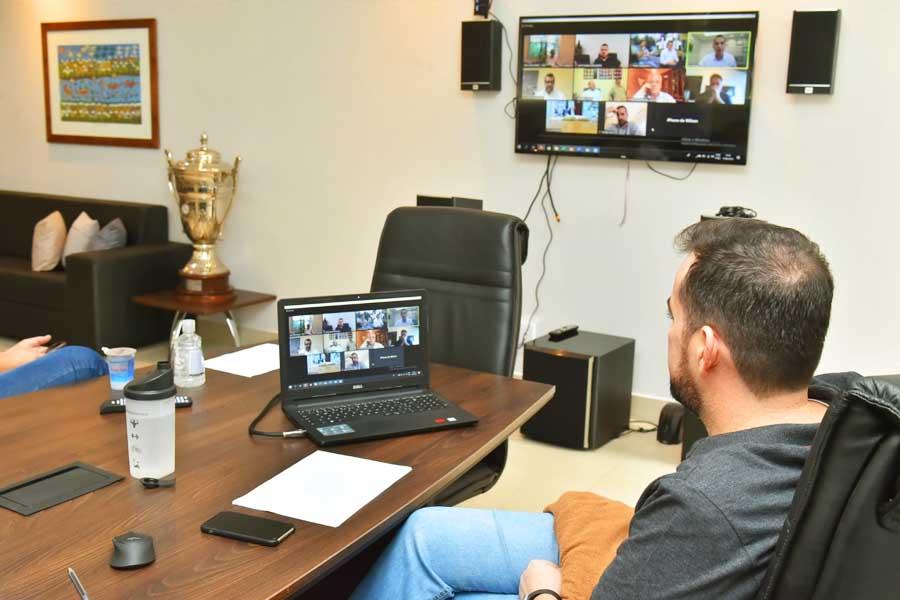 Gustavo Mendanha e Ronaldo Caiado discutem medidas sobre isolamento social por meio de videoconferência | Foto: Wigor Vieira