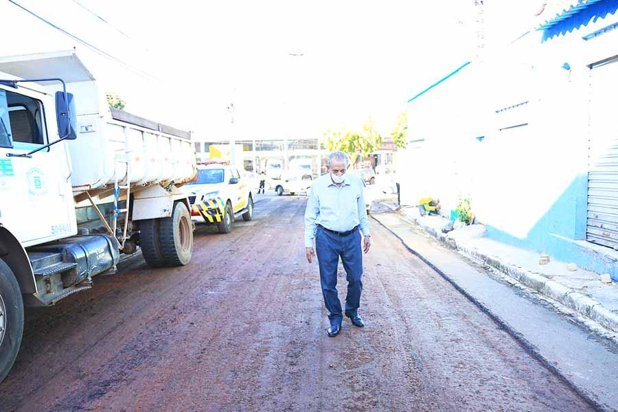 Prefeito Iris Rezende durante vistoria dos trabalhos em Campinas | Foto: Divulgação/Prefeitura de Goiânia