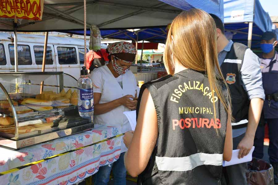 Fiscalização também é realizada em feiras livres   Foto: Wigor Vieira