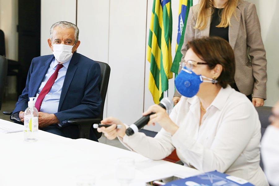 Prefeito Iris Rezende e secretária de Saúde Fátima Mrué | Foto: Divulgação