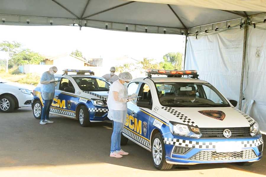 Primeiros a serem testados foram os profissionais da segurança, saúde e fiscais do município | Foto: Enio Medeiros
