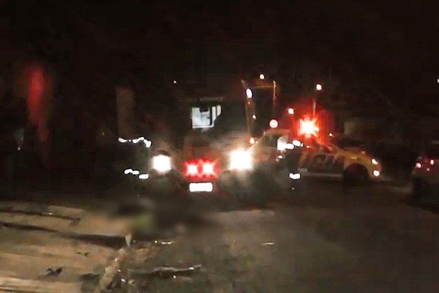 Homem de 47 anos estava na frente de casa quando foi morto a tiros na rua Uirapuru, no Colina Azul, em Aparecida | Foto: Leitor/FZ
