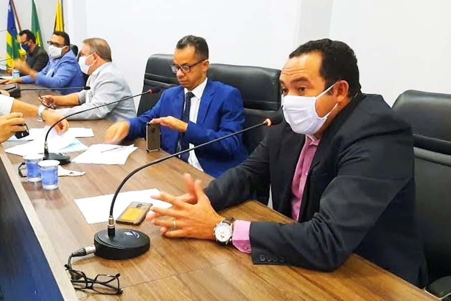 Vereador Arnaldo Leite (MDB) reclamou durante sessão nesta 4ª feira (12) da possível mudança do Centro de Operações Policiais Militares (COPOM) de Aparecida de Goiânia para a capital   Foto: Divulgação/Câmara