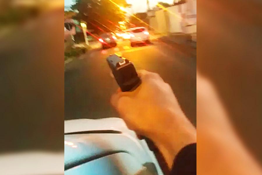 VÍDEOS: Carro é cravejado de bala em tentativa de homicídio na Região Noroeste de Goiânia | Foto: Reprodução