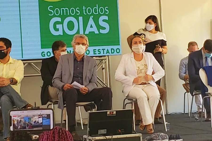 Governador Ronaldo Caiado e secretária de Educação Fátima Gavioli | Foto: Folha Z