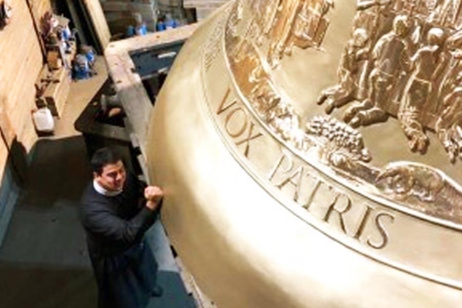 Maior sino suspenso do mundo foi encomendado para a Basílica do Divino Pai Eterno | Foto: Divulgação/Afipe