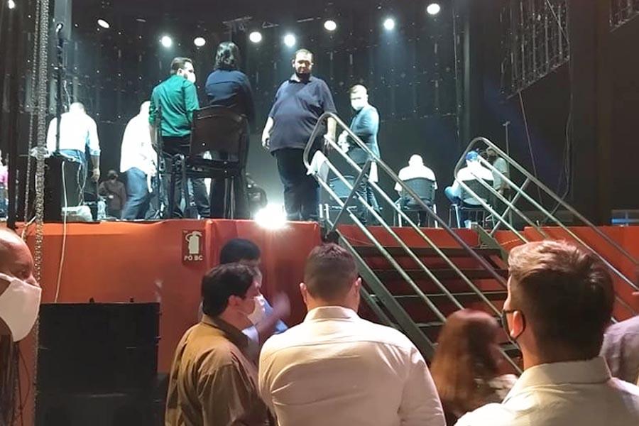 Tatá Teixeira como protagonista da noite foi um dos assuntos mais comentados do comício | Foto: Folha Z